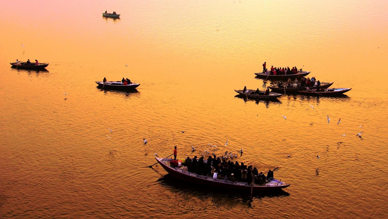 Lever du soleil sur le Gange à Varanasi