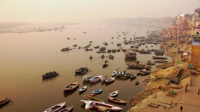 La vie sur le Gange commence dès l'aube à Varanasi