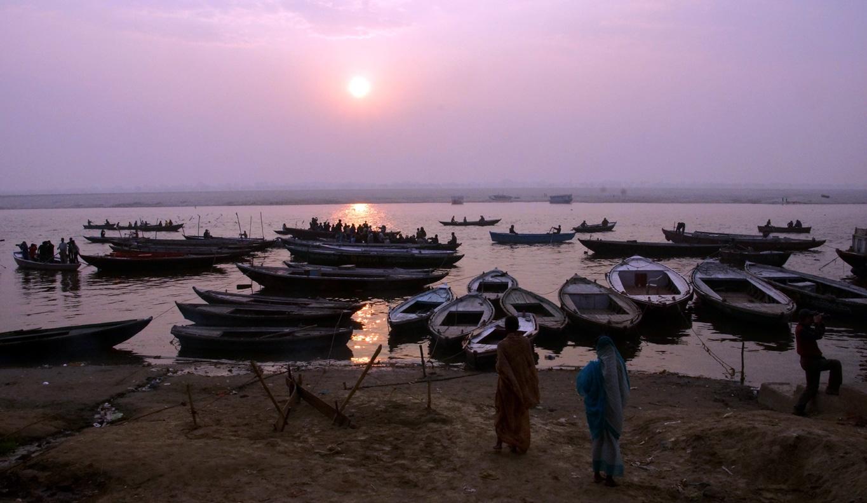 Coucher de soleil sur le Gange à Varanasi
