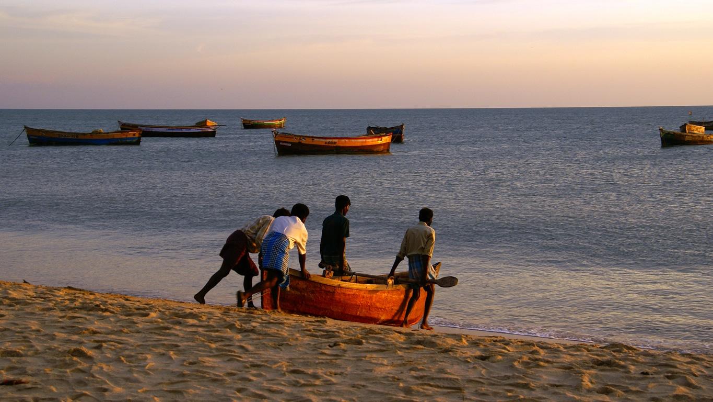Les pêcheurs sur la plage de Rameshwaram (Tamil Nadu)