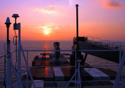 Chaque soir nous pouvions jouir du somptueux spectacle des couchers de soleil à bord du cargo Fort Saint Pierre