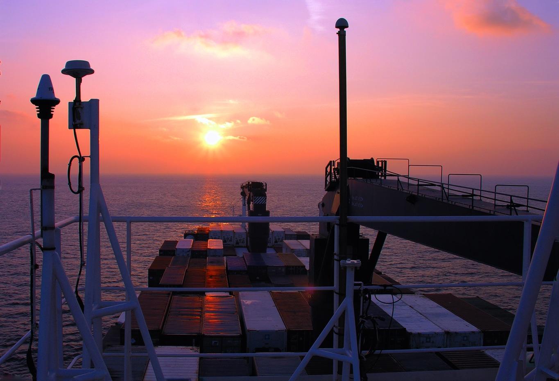 coucher de soleil en pleine mer à bord du Fort saint Pierre