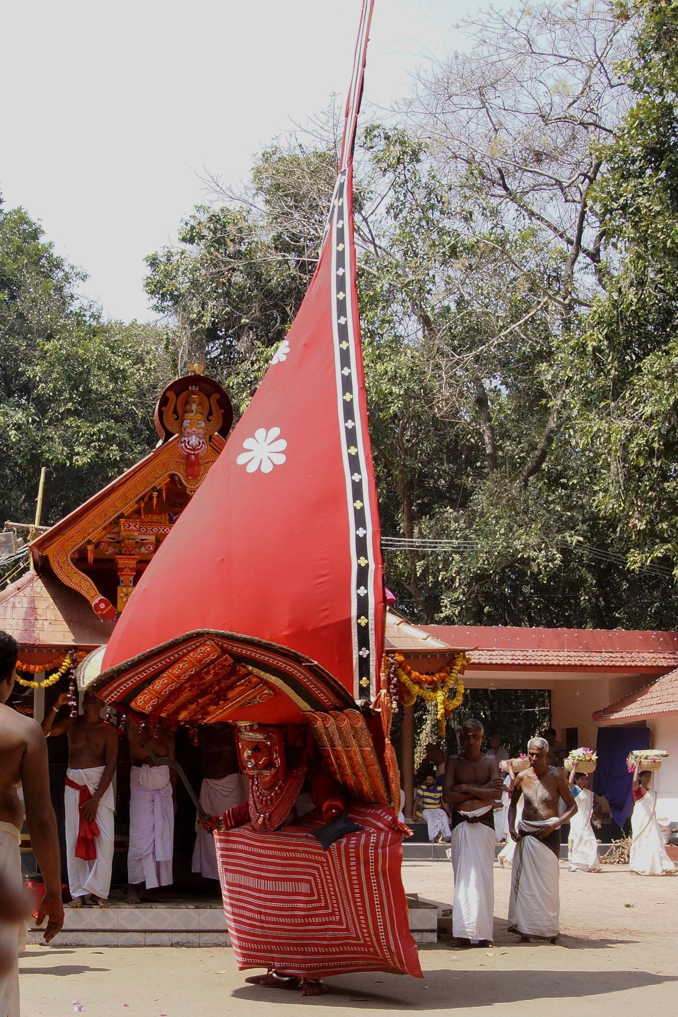 Karakeel bhagavathi de profil - Nileshwaram - rituel du theyyam - Kannur - Malabar