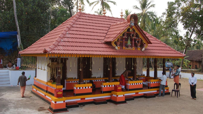 """Rituel du theyyam - bâtiment de quatre """"chapelles"""", chacune abritant un dieu - Kannur - Malabar"""