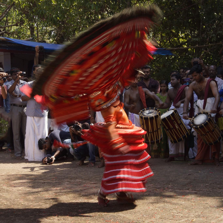 Puliyoorkaali dancing rituel du theyyam Kannur Malabar
