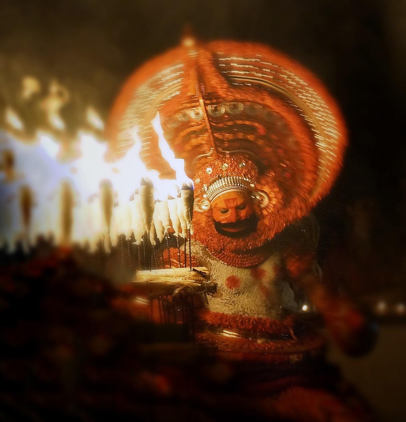 Gros plan sur Kathivanoor veeran rituel du theyyam - Kannur - Malabar