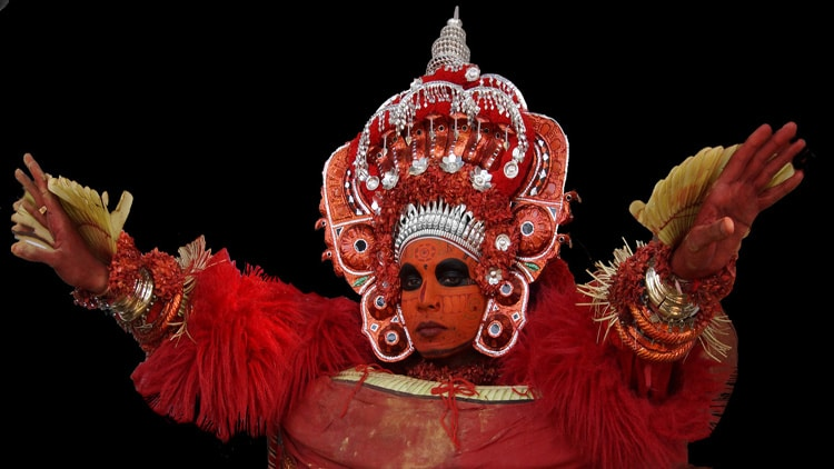 Costumes-Masques-Maquillages du rituel du theyyam