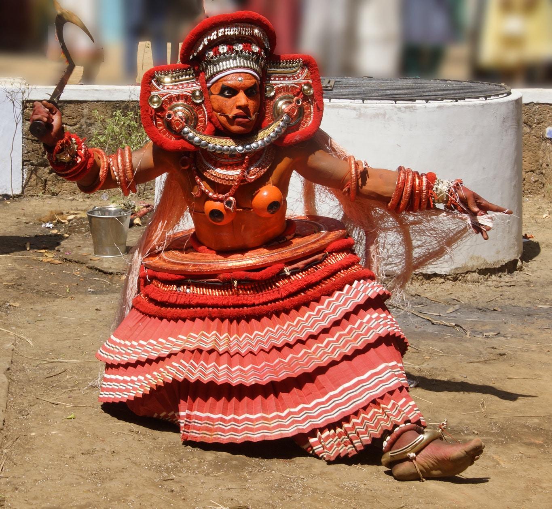 Rituel du theyyam à Kunithala - transe profonde - Kannur - Malabar