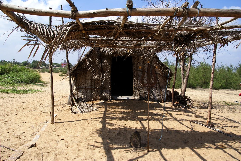 Petit temple village des pêcheurs à Tiger cave entre Pondichery et Mahabalipuram