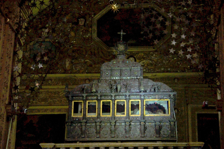 Chasse de verre contenant dépouille saint françois xavier basilique bon jesus old goa