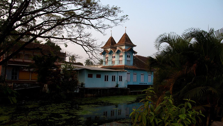 la très ancienne mosquée bleue south canal Allepey
