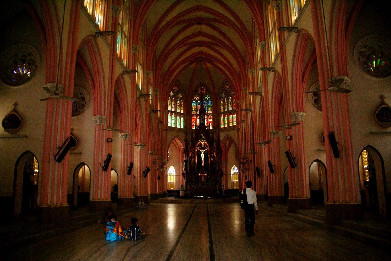 intérieur nef de l'église notre dame de Lourdes à Trichy tamil nadu