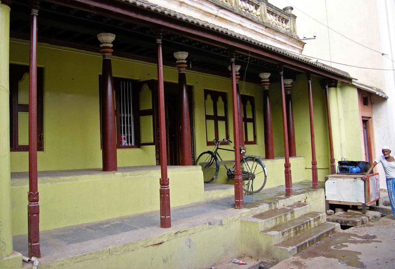 maison jaune à colonnes quartier musulman Vellore