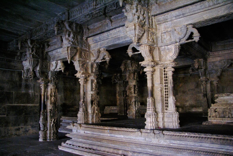 colonnes en dentelle de pierre au temple de Vellore